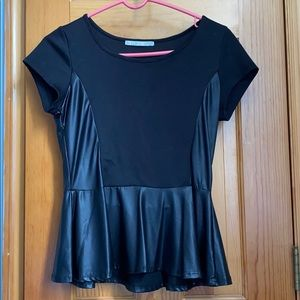 Tops - Super cute pendulum top size lg